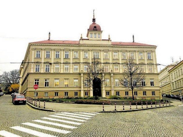 Základní škola Tyršova sídlí v historické budově ve stejnojmenné ulici.