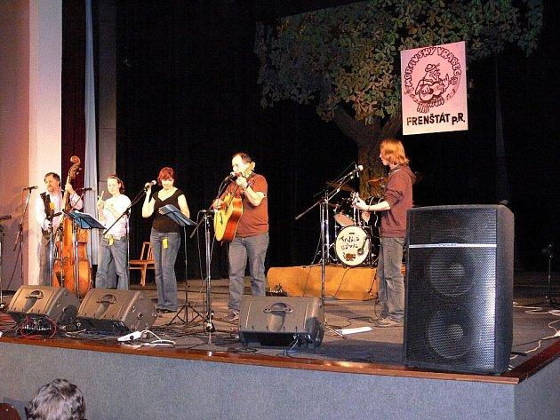 Loňský ročník soutěže folkových, countryových a bluegrassových kapel nazvaná Moravský vrabec.