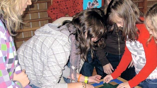 Žáci ze Suchdolu nad Odrou si návštěvu Recyklační hlídky doslova užívali.