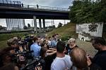 Pozůstalí, účastníci nehody vlaku, ale i další lidé uctili ve středu 8. srpna 2018 ve Studénce památku obětí železničního neštěstí, ke kterému zde došlo před deseti lety.