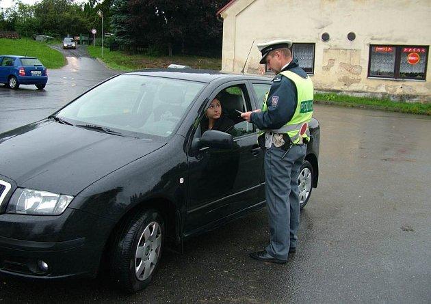 Policejních kontrol přibývá a podle policistů budou pokračovat.