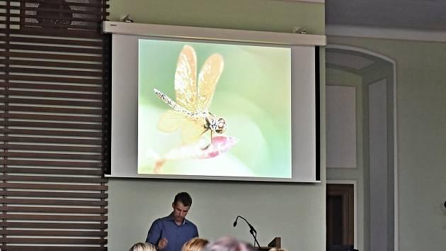 Přednáška Aleše Dolného z Ostravské univerzity o vážkách se konala v úterý 8. října v Příboře.