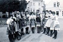 Slavnost na starojickém náměstí v roce 1930 .
