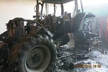 V hale opravny v Mankovicích začal v pondělí 11. července večer hořet traktor značky McCormick.