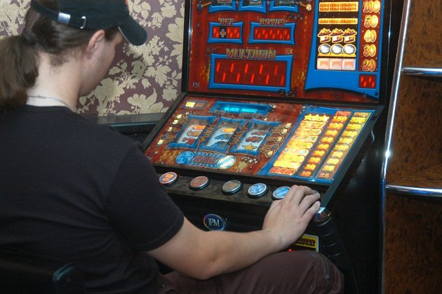 Některá města v republice vyrážejí do boje proti hracím automatům.