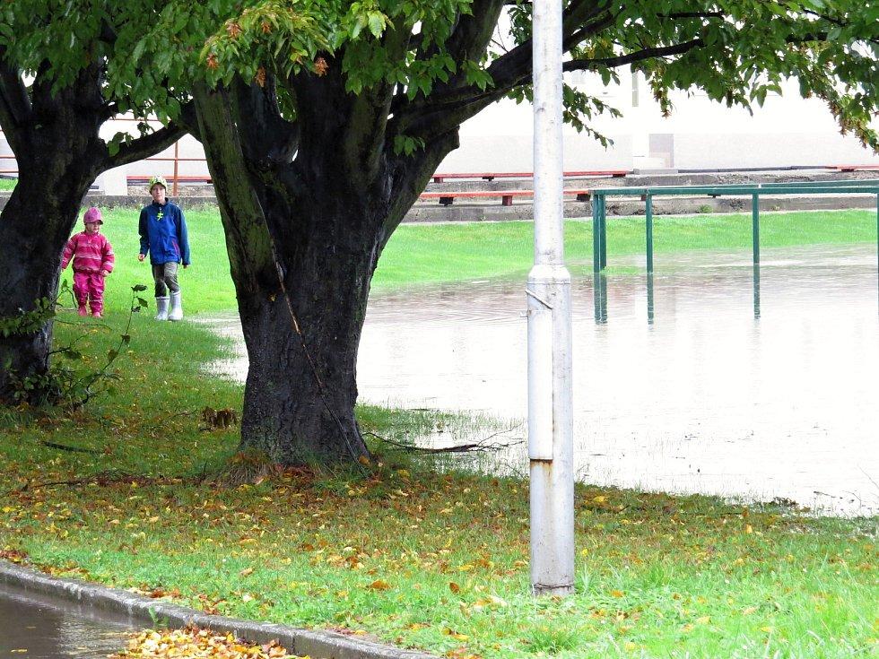 Takto to vypadalo ve středu 14. října ve sportovním areálu v jeseníku nad Odrou a jeho okolí.