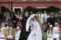 Stovky návštěvníků proudily v sobotu 15. a neděli 16. září do areálu zámku v Kuníně a přilehlého kostela Povýšení svatého Kříže.