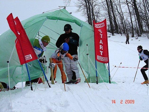 V sobotu 14. února se sjelo do areálu Lyžařského klubu Svinec v Novém Jičíně více než sto závodníků, kteří soutěžili ve veřejných závodech v obřím slalomu. Závody se jely ve dvou kolech.