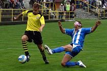 Fotbalisté jakubčovického Hájek a synové (ve žlutých dresech) ani ve 4. divizním kole nepoznali hořkost porážky ani ještě neinkasovali branku. Naposledy vyhráli 2:0 s MFK Havířov.