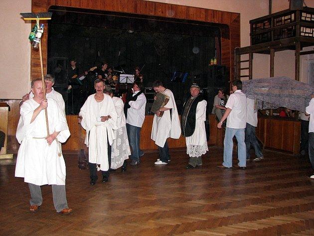 Tradice pochvání basy si našla své místo také v Lukavci. Občanský aktiv společně s ostatními organizacemi v Lukavci připravili jako každým rokem Pochování basy.