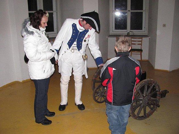 Do prostor zámku se o víkendu přijeli podívat malí i velcí.