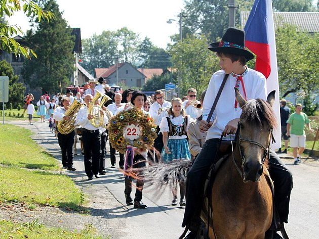 Tradiční obecní dožínky se uskutečnily v sobotu 18. srpna v Závišicích. Zúčastnil se rekordní počet lidí v krojích. Těch letos bylo semasedmdesát.