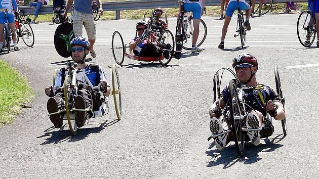 Na kopřivnickém polygonu se uskutečnil 3,. ročník cyklistického závodu O pohár automobilky Tatra, kde soutěžili i handicapovaní cyklisté.