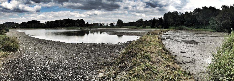 Z novojičínských nádrží odtéká voda. Čeká je oprava.