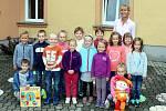 Prvňáčci ze Základní školy a Mateřské školy Bernartice nad Odrou.