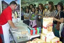 Z dalšího vítězného tažení se v závěru uplynulého týdne vrátil vyhlášený pekař štramberských uší Ladislav Hezký. Tentokrát se pro město typická perníková cukrovinka podívala do italského Turína na Veletrh Salone Internazionale del Gusto a Terra Madre.