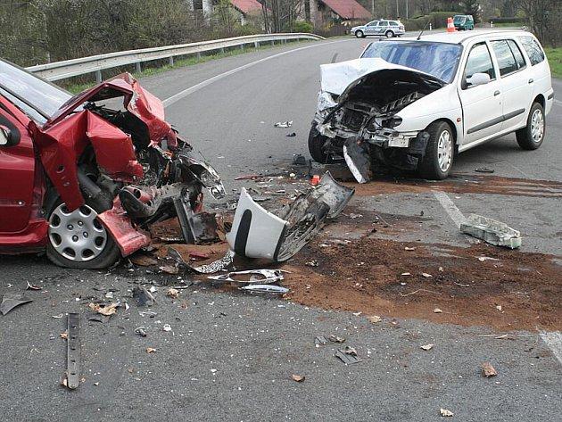Vážná nehoda, která se stala 27. dubna krátce před patnáctou hodinou v Bludovicích, místní části Nového Jičína, na silnici první třídy I/57.