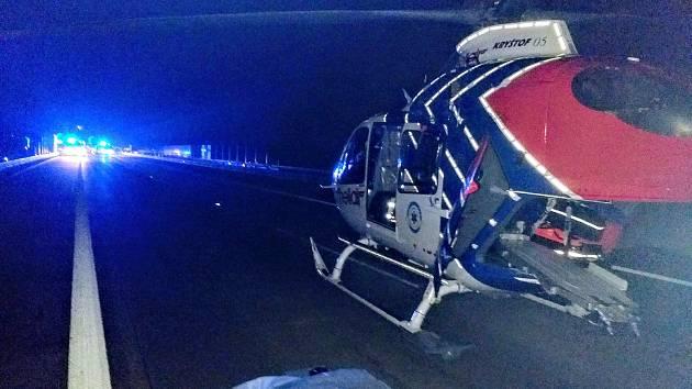 Na místě nehody zasahoval také vrtulník letecké záchranné služby z Ostravy.