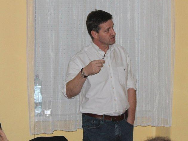 Fotbalový stratég Josef Csaplár měl v teoretické části semináře hlavní slovo.