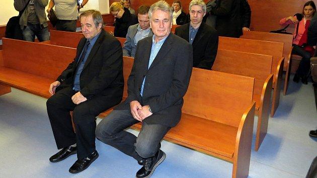 Zdeseti obžalovaný vpřípadu srážky vlaku smostní konstrukcí ve Studénce se dostavili ksoudu čtyři.