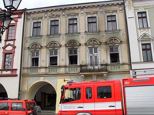 Požár pohovky v domě na náměstí v Novém Jičínězpůsobily pravděpodobně děti.