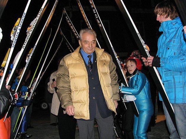Rok 2011 by se dal také nazvat rokem Jiřího Rašky. Olympijský vítěz ve skoku na lyžích z Grenoblu oslavil v únoru sedmdesátku a v říjnu obdržel z rukou prezidenta republiky Václava Klause státní vyznamenání Za zásluhy.