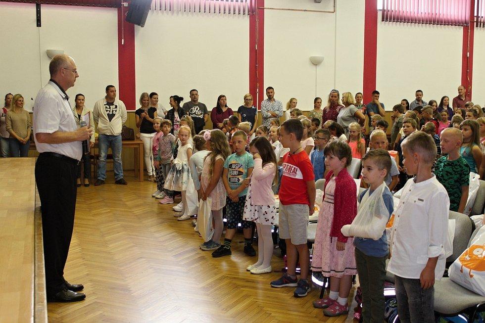 Zvonečkový rituál absolvovali v pondělí 2. září noví prvňáčci Základní školy Suchdol nad Odrou.