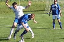 O jediný gól Petřvaldu na Moravě na hřišti lídra z Vřesiny se postaral Martin Hýl (v bílém).