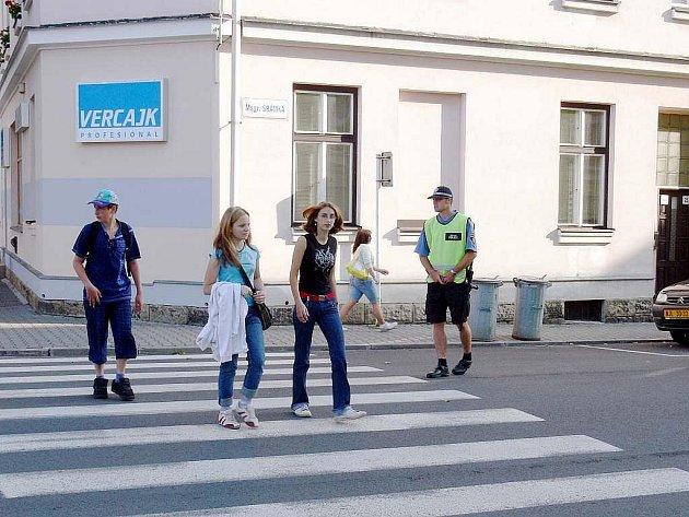 Tak, jako v jiných letech, i letos 1. září bude řada přechodů pro chodce ve městech na Novojičínsku pod drobnohledem městských strážníků.