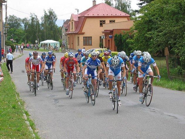 Další závod Slezského poháru amatérských cyklistů se pod názvem Memoriál Aloise Dohnala odjel v Suchdole nad Odrou.