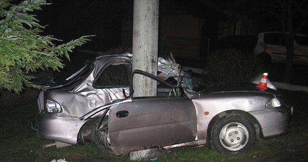 Nezkušený devatenáctiletý řidič, který přecenil své schopnosti, zavinil podle policie vpondělí večer tragickou nehodu vBordovicích.