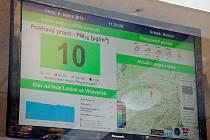 Panel s informacemi o ovzduší je umístěn tak, že je vidět i z venku.