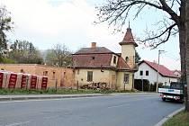 Z chátrajícího domu s věžičkou bude společenské centrum.