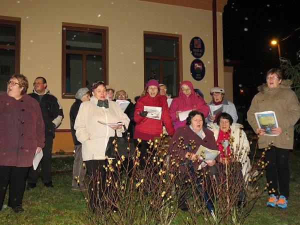 Koledy sDeníkem se zpívaly také vobci Vrchy na Novojičínsku.