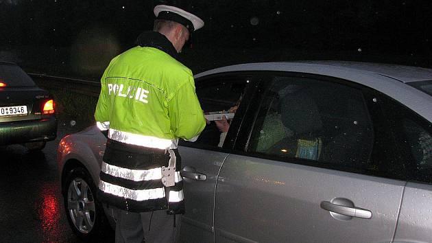 Občas policisté natrefí na řidiče, který nadýchá nějaké to promile. Ilustrační foto.