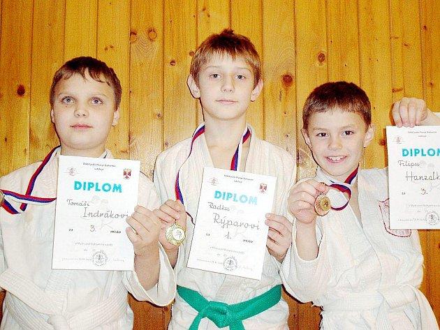 Medailisté Závišic z Ceny města Bohumína, zleva Tomáš Indrák, Radek Rýpar a Filip Hanzelka.