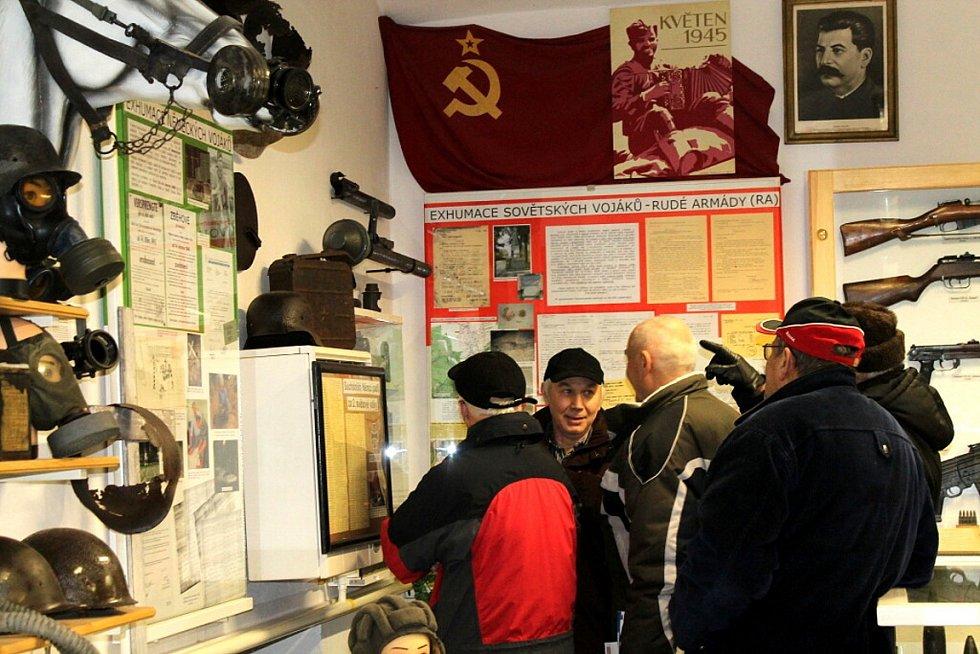 Klub přátel Suchdolu nad Odrou – sekce vojenské historie si v sobotu připomněl největší leteckou bitvu druhé světové války, která zasáhla i Novojičínsko.