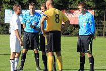 Komise rozhodčích při okresním fotbalovém svazu Nový Jičín mezi sebe ráda přijme nové, ať už mladší nebo starší, zájemce nebo bývalé fotbalové hráče a činovníky, jimž nabízí pomocnou ruku.