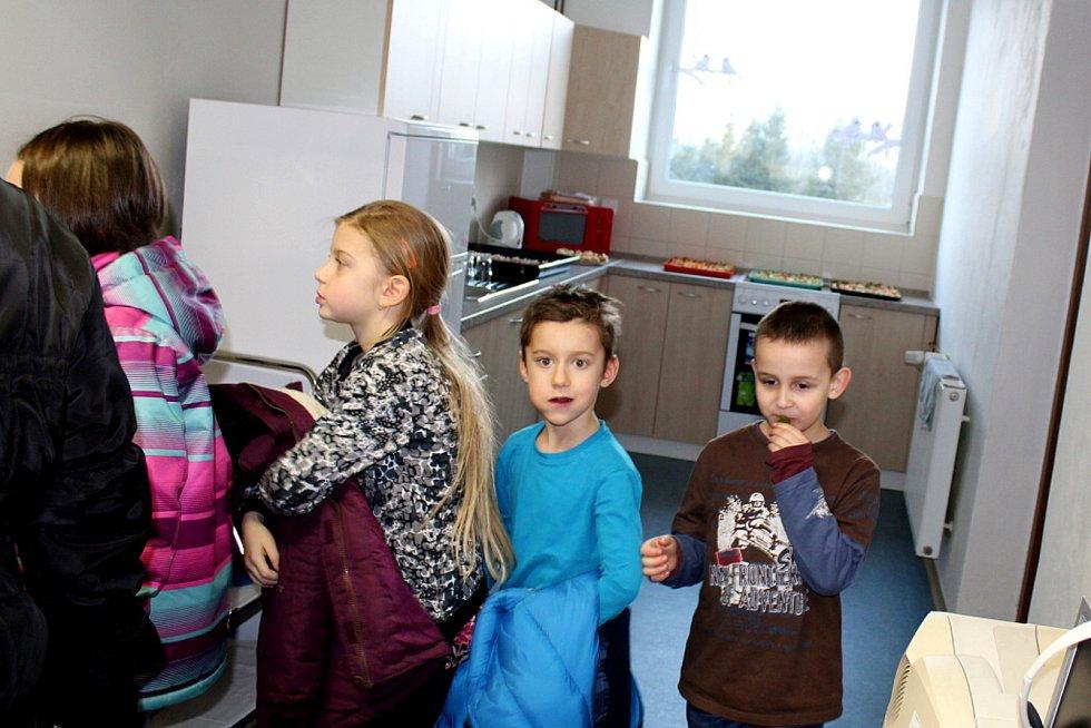 O prohlídku školy po rekonstrukci byl v Hladkých Životicích velký zájem.