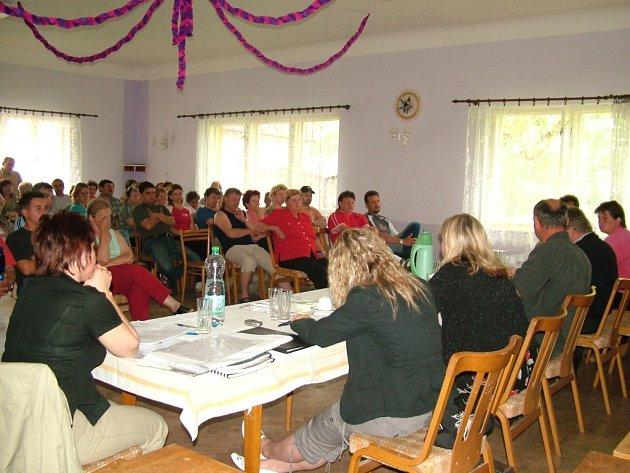Šest desítek obyvatel Pohoře přišlo na veřejnou schůzi.