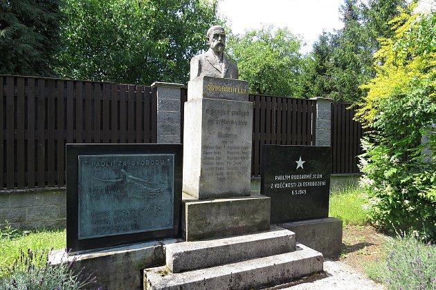 Pomník věnovaný obětem I. a II. světové války a také T. G. Masarykovi.