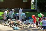Kolik recyklovatelného odpadu se dá najít ve směsném odpadu měli možnost vidět v úterý 18. června návštěvníci městského parku v Příboře.
