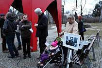 Od pamětní desky T. G. Masaryka k pamětní dece Karla Kryla se ve čtvrtek 7. března v podvečer prošli účastníci vzpomínkové akce na tyto dva české velikány.