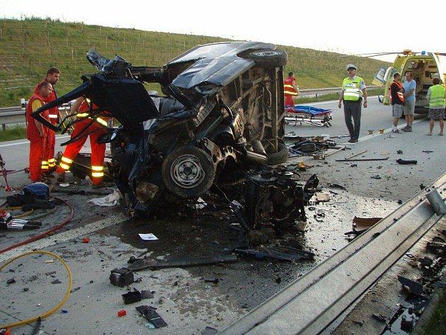 V pondělí brzy ráno došlo k tragické nehodě na dálnici D1na úrovni obce Kujavy, ve směru na Bohumín.