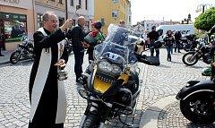 Motorkáři si přijeli do Bílovce pro požehnání