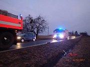 Zásah hasičů u nehody v Kopřivnici.
