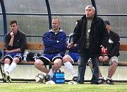 Fotbalový trenér Tibor Takáč z Příbora zakončil svou bohatou kariéru. Na snímku je ještě na lavičce Suchdolu nad Odrou.