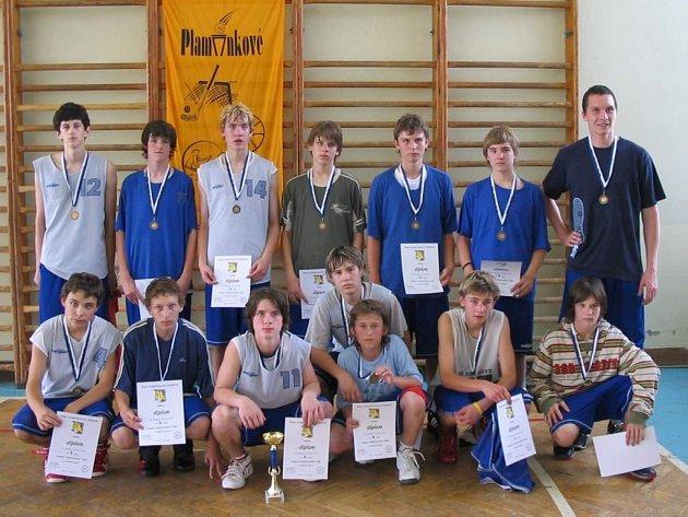 Basketbaloví žáci ZŠ Jubilejní v Novém Jičíně vybojovali na Final Four v Praze bronzovou medaili.