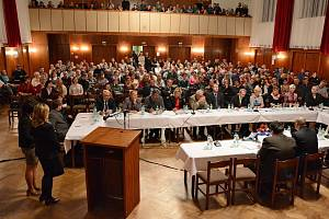 Zcela zaplněný velký sál kulturního domu sledoval volbu nového vedení Bílovce.