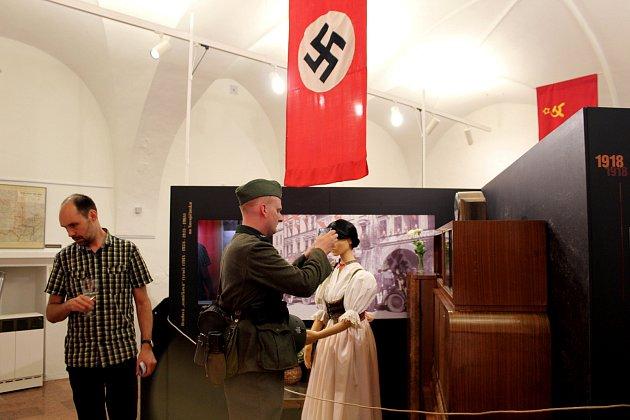 Od císaře pána k bolševikovi, tak se jmenuje výstava, která začala ve čtvrtek 21. června v podvečer v Žerotínském zámku v Novém Jičíně.